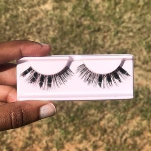 """""""Wing$"""" lashes"""